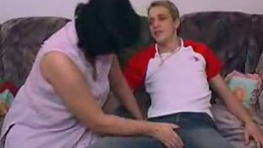 Mature Chubby Mom With Young Guy - xturkadult com