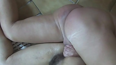 Fucking An Old Mama's Gaping Anal In The Jacuzzi