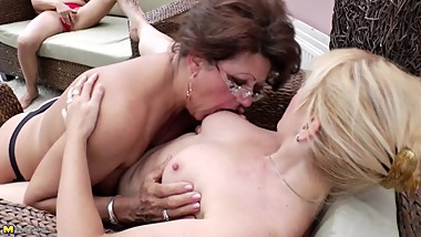 Mature lesbian moms fucking and pissing