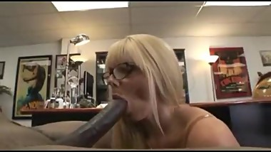 BEAUTIFUL BLOND MILF FUCK BBC AND CUMSHOT ON HER FACE