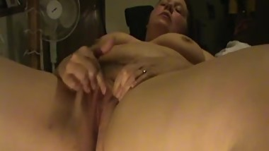 bbw nicole masturbates her wet pussy and has a orgasm.