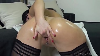 German mature doll playing with her big sweet ass
