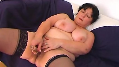 Mature - Anal - Maman, Mother, Mom, Mum Chatain Cheveux Court Se God Grave