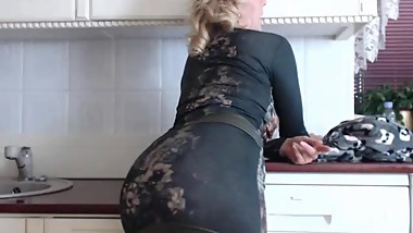 Webcam big ass milf in tight skirt teasing