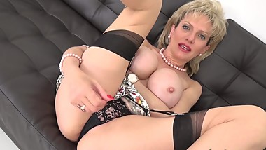 LADY SONIA Easier to cum over my big tits