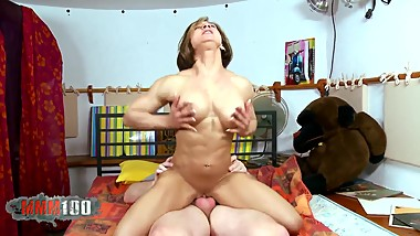 Fucking a muscle MILF with an incredible body