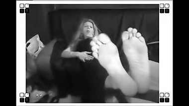 MILF WITH SMELLY WEBCAM FEET