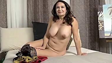 Mom with saggy boobs & sweet cunt